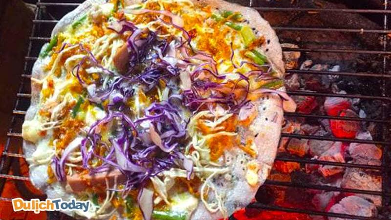 Pizza thập cẩm với topping cực đa dạng