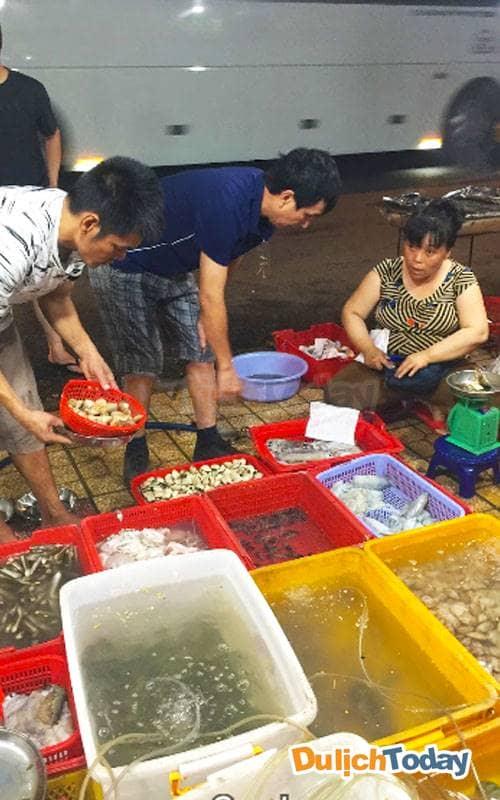 Tha hồ thích ăn loại hải sản nào thì chọn loại hải sản đó