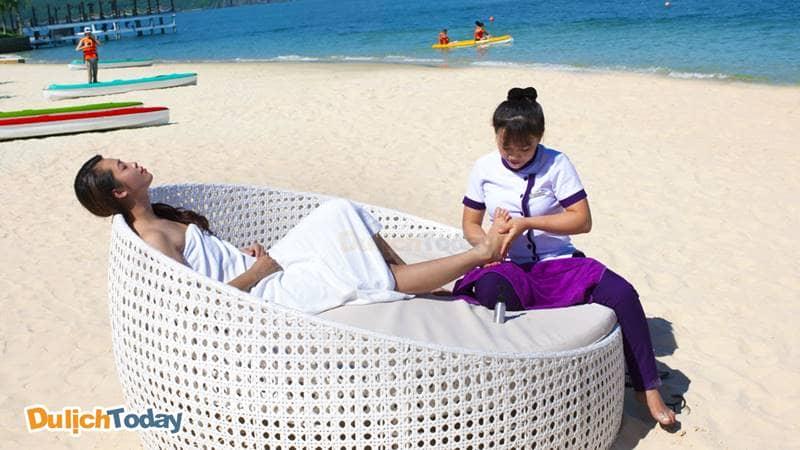 Trải nghiệm dịch vụ massage chân của dịch vụ Spa của Merperle resort