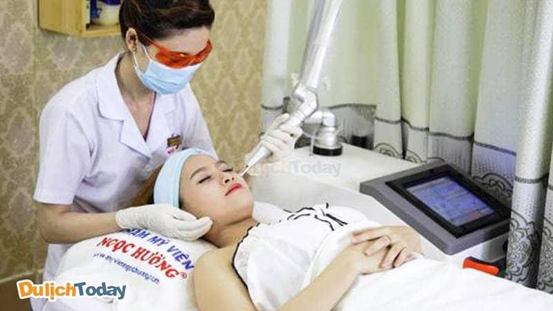 Sử dụng công nghệ hiện đại trong chăm sóc da của thẩm mỹ viện Ngọc Hường