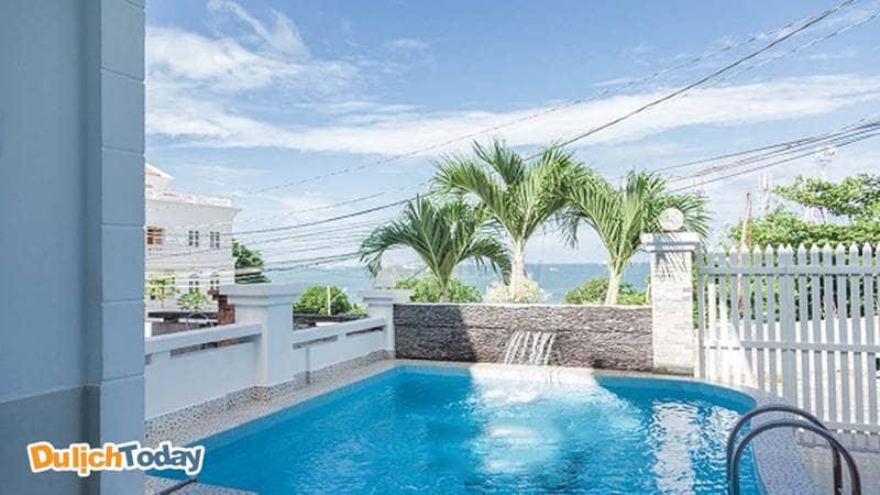 Bể bơi nằm phía trước Sweet home 1 biệt thự Vũng Tàu cho thuê theo ngày
