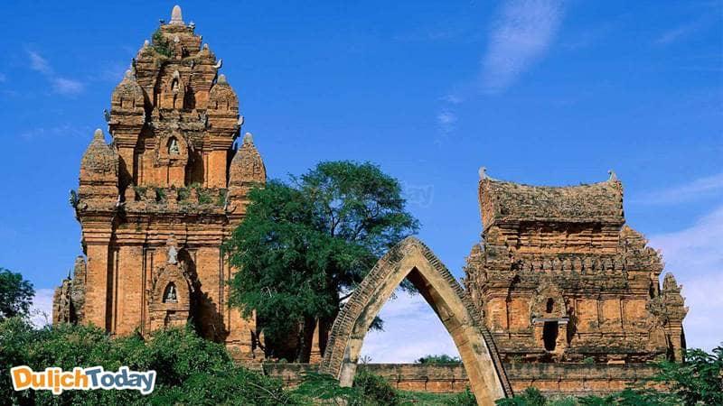 Ghé thăm khu di tích tháp Chăm khi đi du lịch Nha Trang