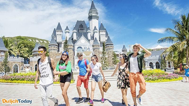 Chọn một ngày nắng đẹp để khám phá Vinpearl Land Nha Trang