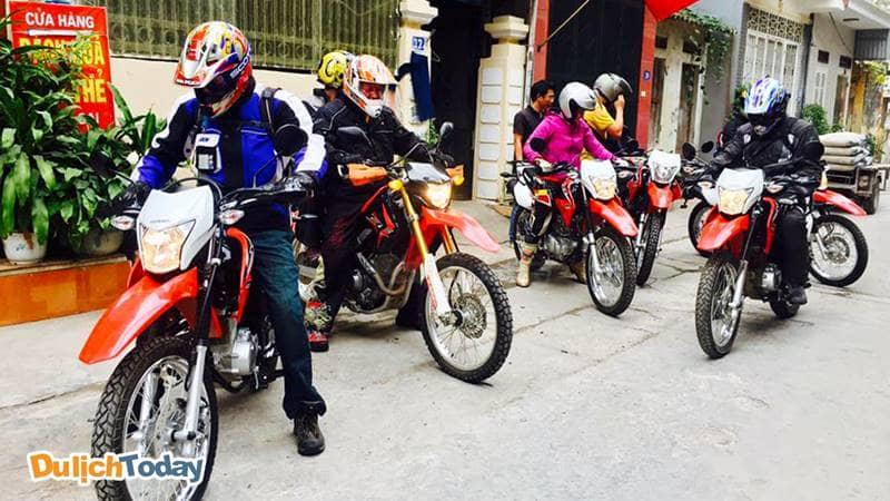Bạn có thể thuê xe chuyên đi phượt tại cửa hàng Nguyễn Tú 112 Nguyễn Văn Cừ