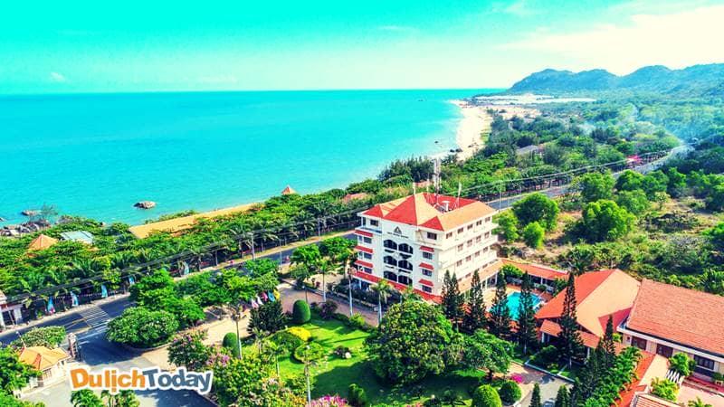 Vị trí đắc địa tựa núi hướng biển của Thùy Dương Beach resort