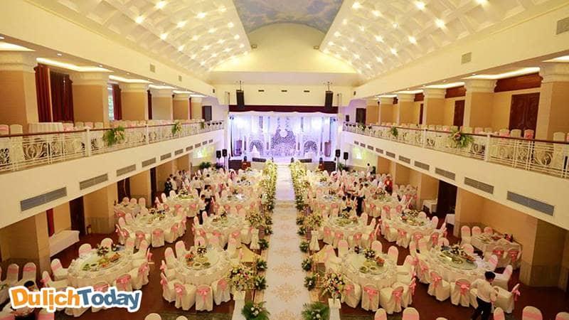 Sông Hồng Resort là một trong những địa điểm tổ chức tiệc cưới nổi tiếng tại thành phố Vĩnh Phúc