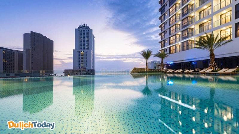 Bể bơi tuyệt đẹp với view nhìn ấn tượng của khách sạn Vinpearl Nha Trang