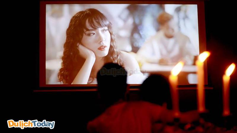 Phòng chiếu phim riêng tư dành cho cặp đôi tại Paradise Cafe & Film