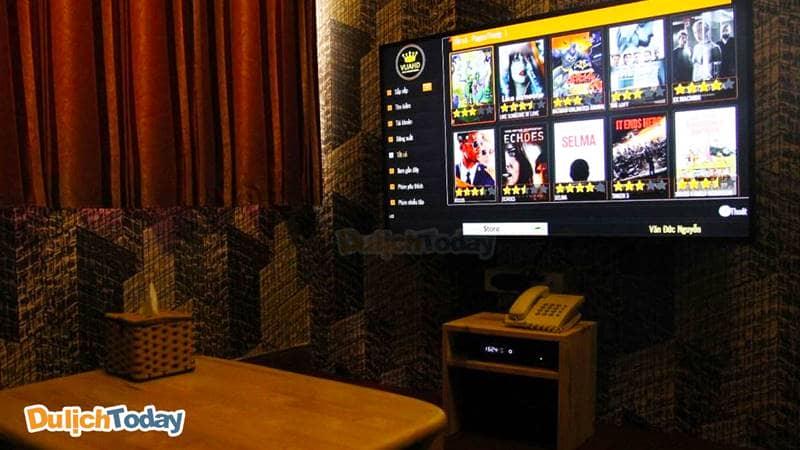 Tivi Full HD được trang bị trong các phòng chiếu của chuỗi Cafe Phim 3D Box