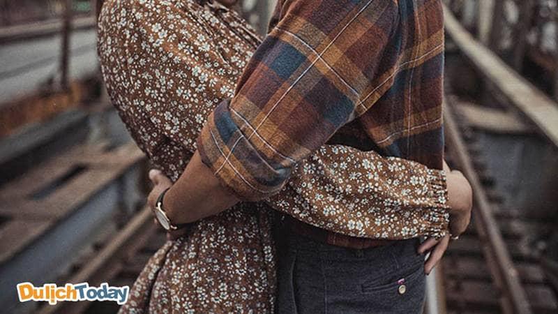 Long Biên - Điểm hẹn trăm thăm của lứa đôi