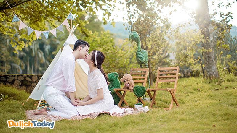 Công viên - Địa điểm hẹn hò quen thuôc của các cặp đôi