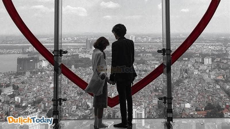 Cùng người yêu ngắm nhìn Hà Nội từ đường chân trời Sky Walk - Lotte Center