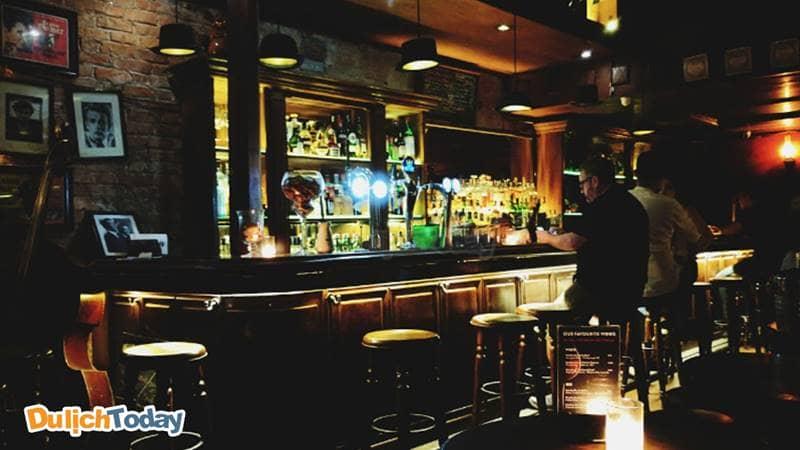 Polite & Co Pub - Một trong những địa điểm hẹn hò thú vị ở Hà Nội