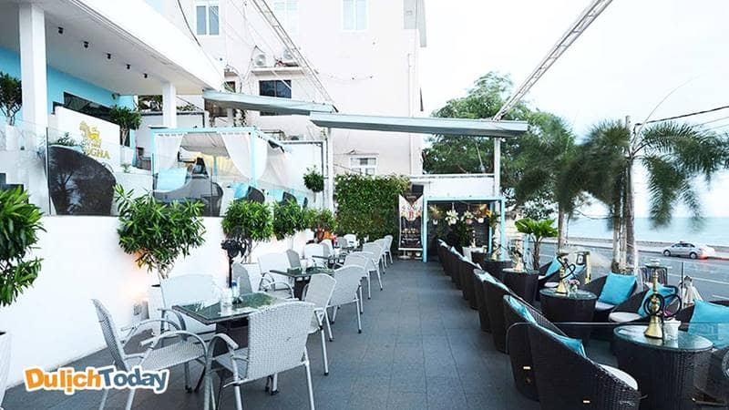 Bar Vũng Tàu - Gazebo Beach Front Lounge & Café có view hướng ra biển