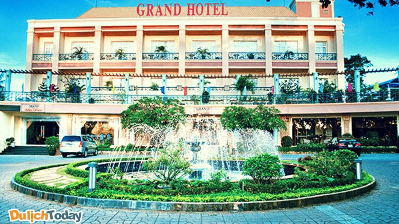 Khách sạn được xây theo lối kiến trúc khá xưa
