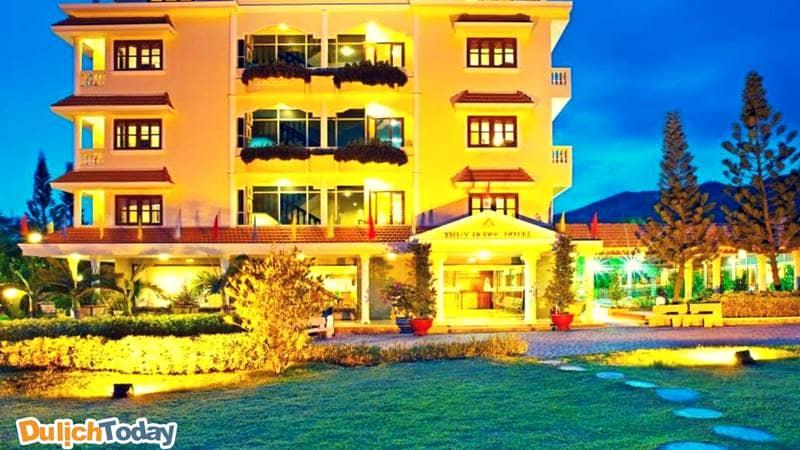 Thùy Dương hotel với khuôn viên rộng mang đến cho du khách cảm giác vô cùng thoải mái khi nghỉ lại