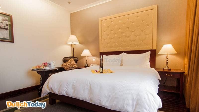 Không gian phòng nghỉ ấm cúng và hiện đại tại Medallion Hanoi Hotel