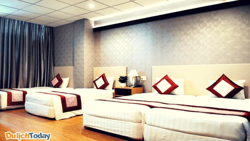 Khách sạn có 124 phòng được thiết kế trang nhã, hài hòa, tất cả các phòng đều có tầm nhìn biển