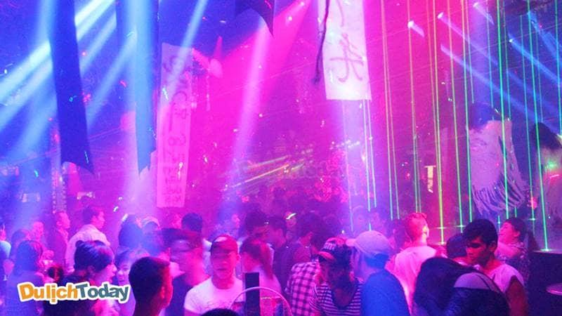 Tequila Sunrise Bar có thể nói là địa điểm có sức chứa lớn nhất trong tất cả những quán bar ở Vũng Tàu