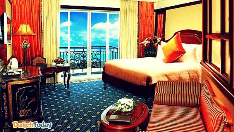 Các phòng trong khách sạn đều có ban công rất rộng