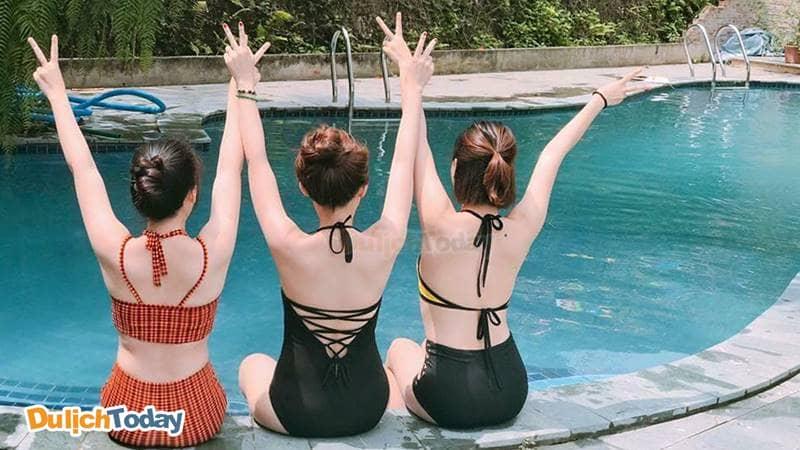 Check-in tại bể bơi Bella Resort Tản Viên