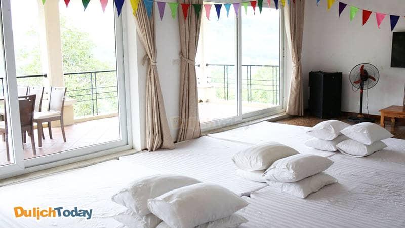 Phòng nghỉ tập thể tại Bella Resort có sức chứa lên đến 25 người thích hợp với đoàn đông