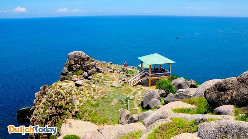 mũi Đôi là điểm cực Đông cho tầm nhìn 360 độ biển đảo từ trên cao