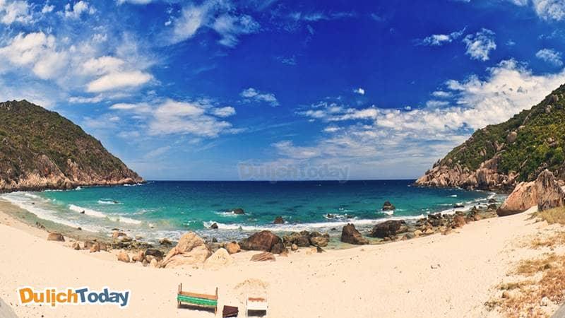 Đảo Bình Ba chỉ rộng 3km2 nhưng nổi tiếng với sự trù phú và những bãi biển đẹp