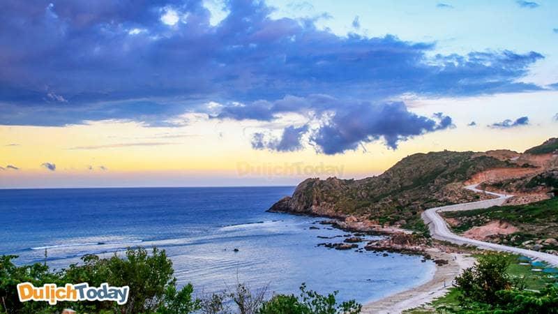 Ngắm cảnh bình minh tại bãi Chướng đảo Bình Ba