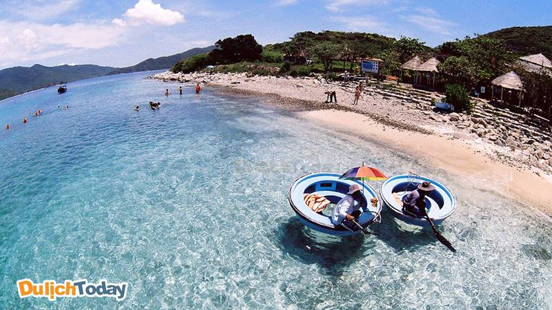 Đảo Hòn Mun là cảnh đẹp biển Nha Trang nổi tiếng với cảnh quan thơ mộng