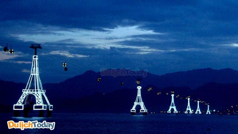 Cảnh đẹp Nha Trang về đêm trên cáp treo nối giữa Vinpearl với thành phố