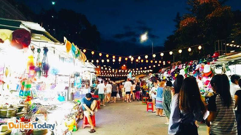 Chợ đêm Nha Trang tấp nập, nhộn nhịp