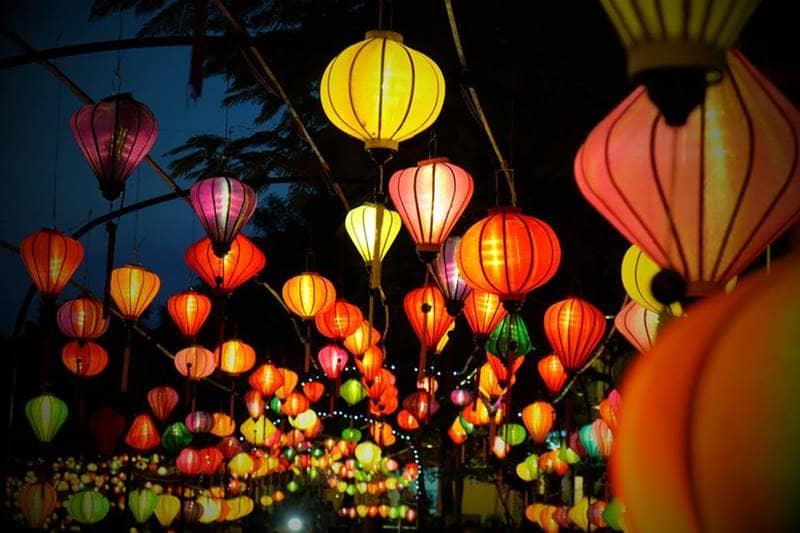 Trang trí đèn lồng rực sáng ngày hội Trung Thu