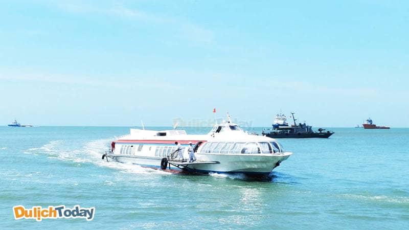 Tàu cánh ngầm là phương tiện di chuyển nhanh nhất để đến công viên Thỏ Trắng