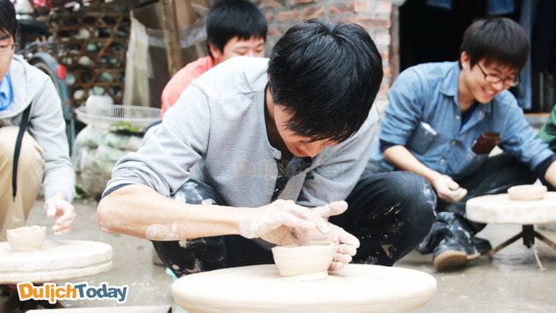 Trải nghiệm làm gốm tại làng nghề thủ công Bát Tràng