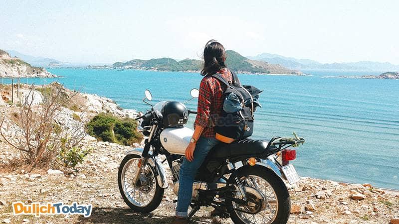 Bạn có thể thuê xe để khám phá vẻ đẹp Nha Trang