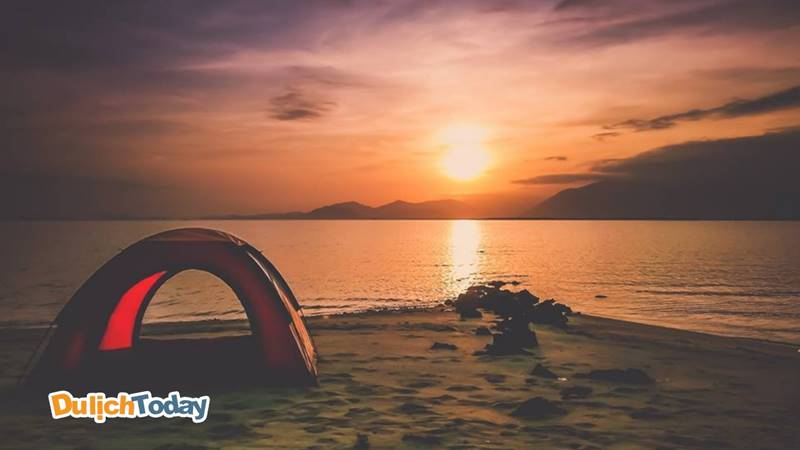 Thuê lều và cắm trại qua đêm trên đảo