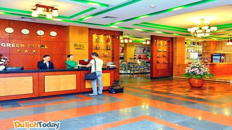 Khách sạn Green hotel luôn gây ấn tượng được với du khách ngay từ khi bước vào với sự sang trọng và chuyên nghiệp