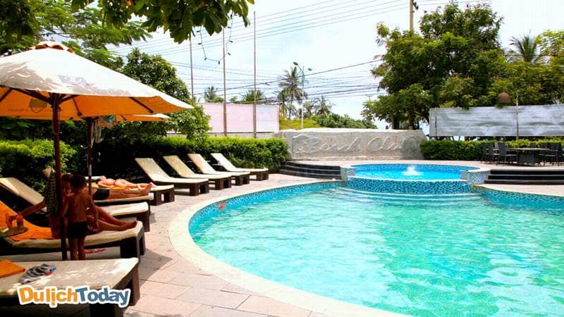 Bể bơi tại The Light được chia thành 2 phần riêng biệt