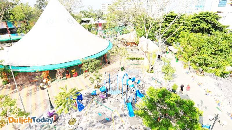 Nhiều trò chơi hấp dẫn ở khu vui chơi ngoài trời tại công viên Thỏ Trắng