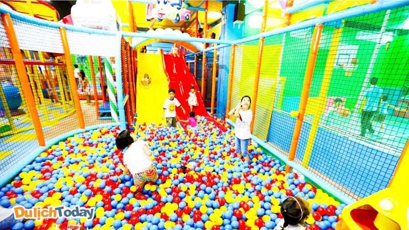Những trò chơi ở khu vui chơi trong nhà phù hợp với các em nhỏ