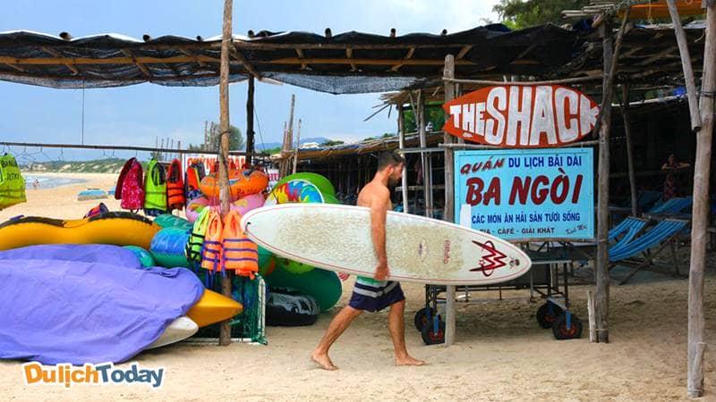 Bạn có thể thuê được ván trượt, thuyền kayak ở nhà hàng the Shack