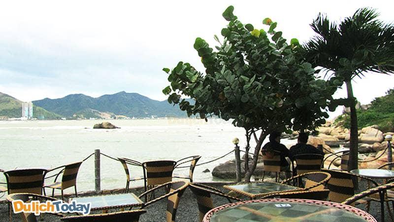 Cà phê tại nhà nghỉ có giá bình dân, đồ uống ngon và view đẹp