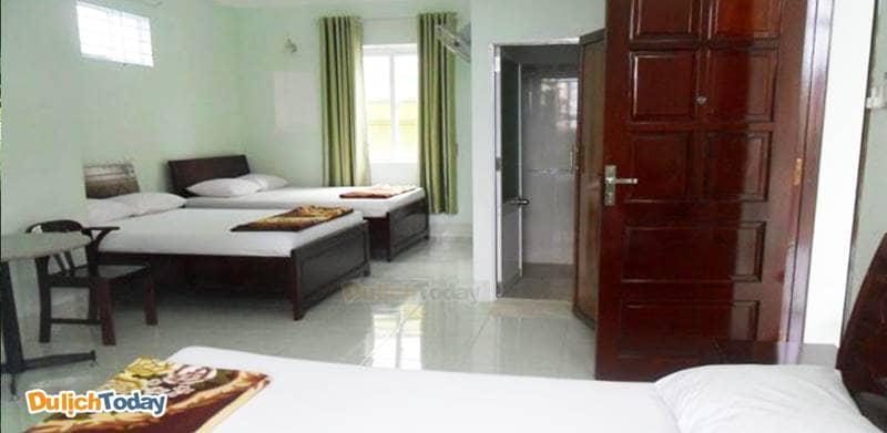 Buồng ngủ tại nhà nghỉ đơn giản, sạch sẽ và thông thoáng