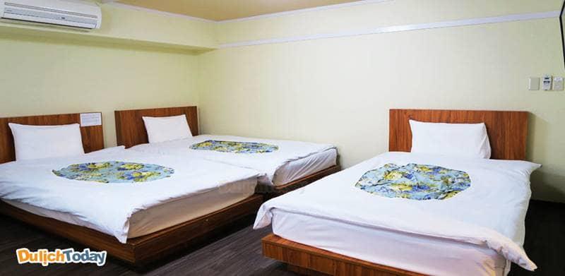 Diện tích tối thiểu cho phòng 3 giường tại nhà nghỉ là 14m2, phòng 2 giường/giường đôi 10m2, phòng 1 giường 8m2