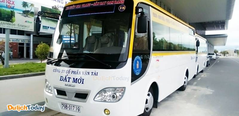 Sử dụng xe buýt Đất Mới là cách di chuyển tới khách sạn giá rẻ nhất