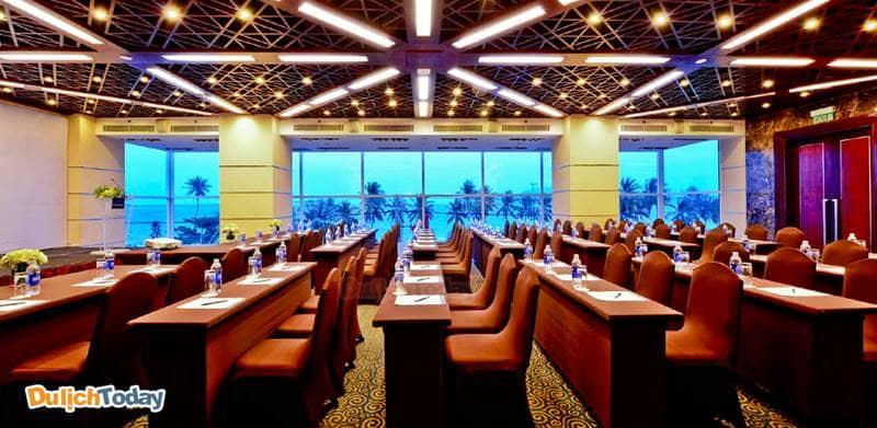 Novotel Nha Trang có 2 phòng họp, tầm nhìn hướng biển và cơ sở vật chất hiện đại