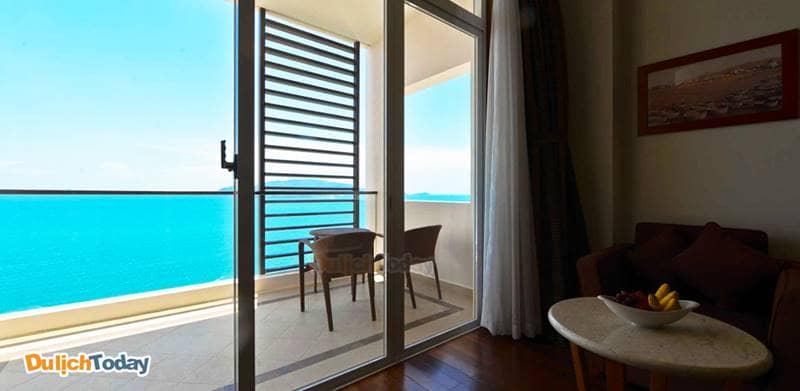 Mỗi phòng khách sạn Novotel Nha Trang đều có ban công riêng với tầm nhìn hướng biển