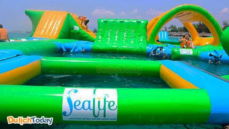 Công viên phao nổi tại khu du lịch bãi Dài - Sealife