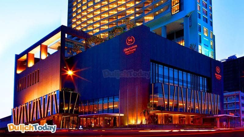 Sheraton là khách sạn Nha Trang nằm ngay trên mặt đường Trần Phú